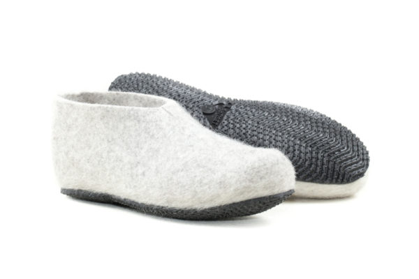 Felt slippers with rubber sole-402